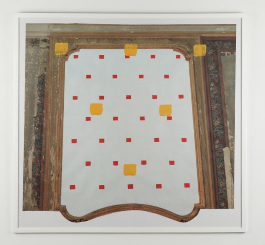 """Impronte di pennello n. 50 a intervalli di 30 cm """"Quando le impronte di pennello si manifestano sul loro manifesto"""" by Niele Toroni"""
